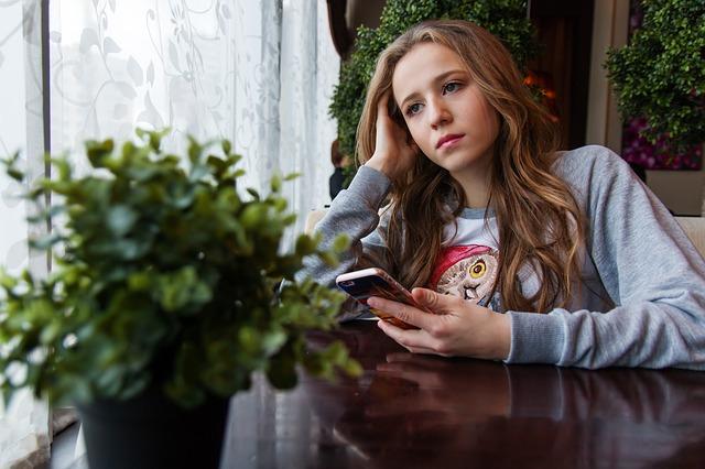 girl-1848477_640